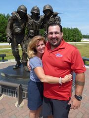 Ryan Harshman and Hope for the Warriors president Robin Kelleher at the 'No Man Left Behind' sculpture at Camp Lejeune. (Photo: Mike Hembree for USA TODAY Sports)