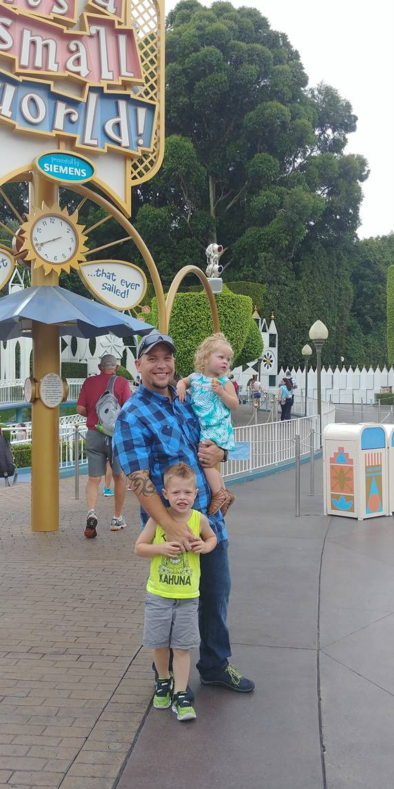 Photo caption: Army National Guard Sergeant William Drake and family enjoying their recent trip to Walt Disneyland. For more photos: http://bit.ly/2veJv8z