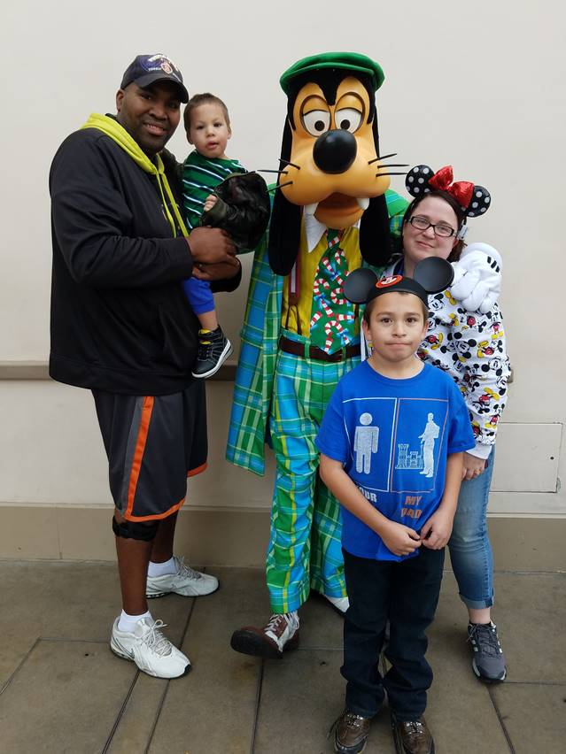 Army Sergeant Jesse Jackson and family enjoying their recent trip to Walt Disneyland. For more photos, visit http://bit.ly/2lFuby9.